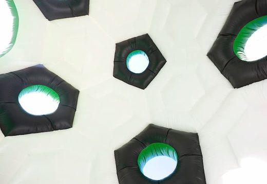 Super ronde springkasteel overdekt kopen in voetbal thema voor kinderen. Koop springkastelen online bij JB Inflatables Nederland