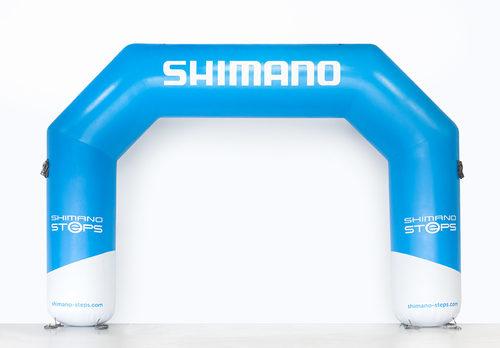 Op maat gemaakte opblaasbare shimano start & finishboog bij JB Promotions. Bestel nu online maatwerk reclamebogen bij JB Inflatables Nederland