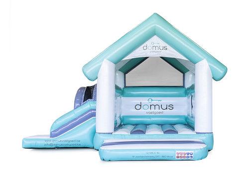 Bestel online opblaasbare Domus Multifun Huisje springkussen met glijbaan op maat bij JB Promotions Nederland; specialist in opblaasbare reclame artikelen zoals maatwerk springkastelen