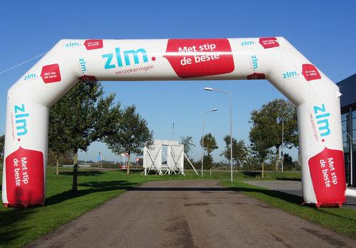 Op maat gemaakte opblaasbare start & finishboog te koop bij JB Promotions Nederland. Vraag nu gratis ontwerp aan voor ZLM verzekering reclameboog