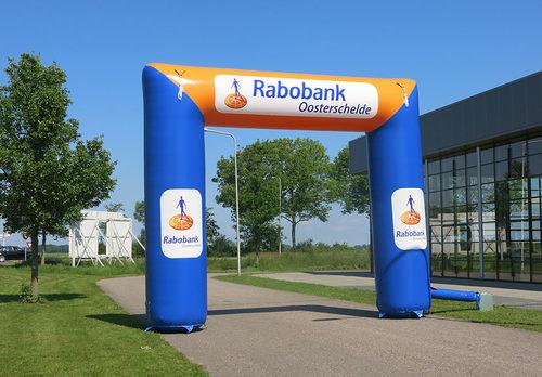 Gepersonaliseerde opblaasbare rabobank 8x6 finishboog bestellen voor sport evenementen bij JB Inflatables Nederland. Koop nu op maat gemaakte opblaasbare reclamebogen