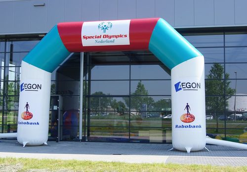 Gepersonaliseerde opblaasbare special olympics finishboog bestellen voor sport evenementen bij JB Inflatables Nederland. Reclamebogen in alle soorten en maten razendsnel op maat gemaakt