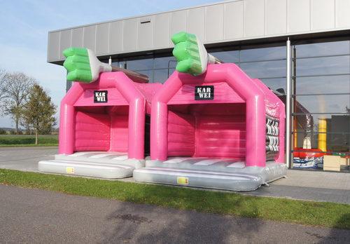 Op maat gemaakte Karwei - super springkussen in eigen huisstijl bestellen bij JB Inflatables Nederland. Promotionele springkussens in alle soorten en maten razendsnel op maat gemaakt