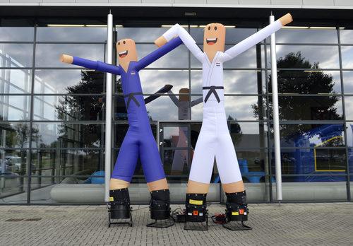 Maatwerk Judo Bond Nederland Skyman skytubes opblaasbaar bestellen bij JB Inflatables Nederland. Vraag nu gratis ontwerp aan voor opblaasbare airdancer in eigen huisstijl