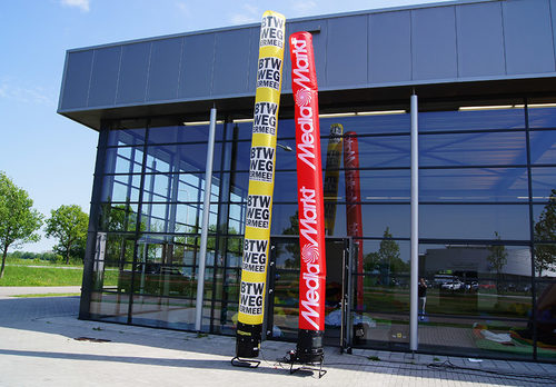 Gepersonaliseerde MediaMarkt skytube in eigen huisstijlkleuren en logo laten maken bij JB Promotions Nederland. Promotionele inflatable tubes in alle soorten en maten razendsnel op maat gemaakt