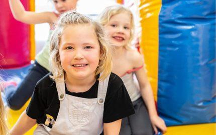 JB Inflatables Meppel, Leverancier Opblaasbare Attracties & Springkussens. Koop Inflatables Online of vraag naar de maatwerk mogelijkheden